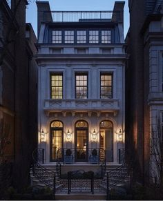 The perfect little townhouse designed by Middlefork Development LLC Home Builders 🏯 Townhouse Exterior, Casa Retro, Townhouse Designs, Villa, Facade House, Classic House, Victorian Homes, Home Fashion, Home Builders