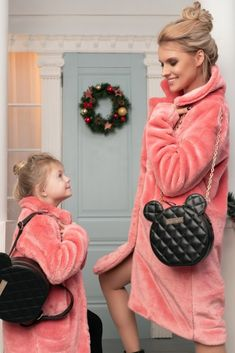 Alege geanta potrivita oricarui Outfit din colectia Margée si beneficiaza de ultimile zile cu reducere de -20% la toata colectia de genti! Retro Outfits, Stylish Outfits, Girl Outfits, Nude Bags, Beautiful Ladies, Streetwear Fashion, Leather Handbags, Christmas Decor, Winter Outfits