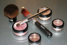 '7 pc. Demure Mineral Make-up w. Brushes' is going up for auction at  4pm Thu, Aug 15 with a starting bid of $7.