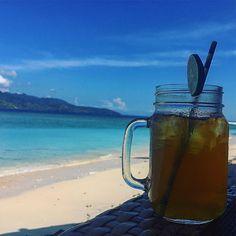 Enjoying Gili #gili #gilitrawangan #giliislands #paradise #beachparadise #icetea  #drinksonthebeach #holidays #traveling #travelingsolo by m_mocanu