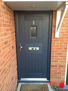 Our Rockdoor range is secure and stylish! Ultimate English Cottage Rockdoor in Anthracite Grey with Clear Glass Traditional Front Doors, Traditional Exterior, Black Front Doors, Back Doors, House With Porch, House Front, Front Porch, Cottage Style Front Doors, Composite Front Door