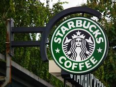 Coronavirus spreads: An employee of a popular Starbucks store in downtown Seattle has been diagnosed with the company said late Friday. Non Coffee Starbucks Drinks, Starbucks Store, How To Order Starbucks, Starbucks Reserve, Starbucks Logo, Vegan Starbucks, Starbucks Wallpaper, Starbucks Seattle, Vegan Breakfast Options