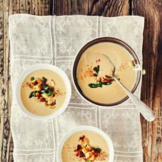 Soupe de maïs crémeux -- I wish I could read what this is -- it looks delish! Food Photography Lighting, Amazing Food Photography, Cream Of Corn Soup, Creamy Corn, Stone Soup, Food Gallery, Gourmet Cooking, Soup Kitchen, Soups And Stews