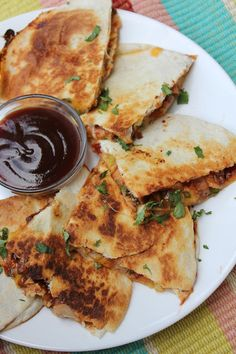 BBQ Chicken Pizza Quesadillas--simple yet satisfying. Get all the great taste of a chicken pizza without the fuss. Visit our blog all week for simple summer meal ideas by Deals to Meals.