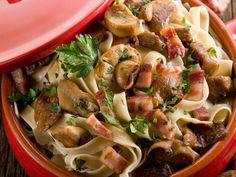 Tagliatelle mit Rumpsteakstreifen und Champignons  http://einfach-schnell-gesund-kochen.de/tagliatelle-mit-rumpsteakstreifen-und-champignons/