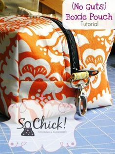 "SoChick's free ""No Guts Boxie Pouch"" sewing tutorial is a great sewing project to help us become familiar with skills necessary for sewing handbags and other accessories, while wo… Sewing Hacks, Sewing Tutorials, Sewing Crafts, Sewing Projects, Sewing Tips, Tutorial Sewing, Sewing Patterns Free, Free Sewing, Free Pattern"