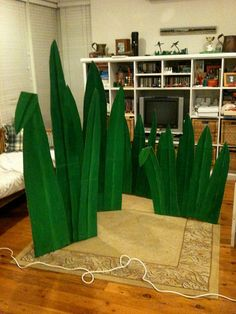 heavy base with wire center, painted green paper sandwiching the wire center...perfect for seuss like grass!