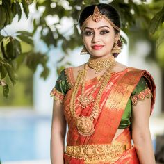 Gayathri Yuvraaj is an Indian Actress, who is works in Tamil Television industry. South Indian Wedding Saree, Bridal Hairstyle Indian Wedding, Indian Bridal Sarees, Indian Bridal Hairstyles, Indian Bridal Outfits, Indian Bridal Fashion, Indian Beauty Saree, Wedding Sarees, Wedding Saree Blouse Designs