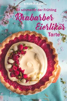 Rezept für fruchtige Rhabarber-Himbeer-Tarte mit Eierlikör-weiße Schokoladen-Mascarponecreme