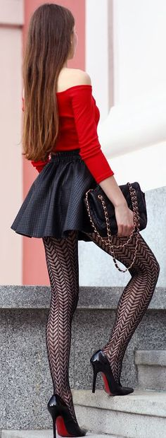Ooo, I love these patterned tights and this flirty little skirt! Just the thing for mincing past a construction site, my divine heels clippety-clipping on the sidewalk.