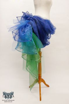 Smerinthus ocellata - Peacock bustle