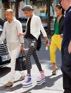 There's too much goodness going on in this picture. 1.) Willow needs to give me those shoes 2.) Jada looks phenomenal 3.) I can't go on! There's so much more!!