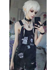 Grunge Fashion, Gothic Fashion, Pretty People, Beautiful People, Harajuku Fashion, Fashion Outfits, Cute Halloween Makeup, Undercut Women, Kawaii Cosplay
