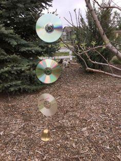 Wind Spinners, Garden Frogs, Garden Globes, Old Cds, Garden Basket, Cd Crafts, Diy Plant Stand, Garden Projects, Garden Crafts