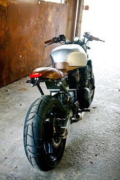 RocketGarage Cafe Racer: Triumph Trident by 66 Motorcycles