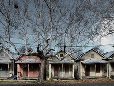 Haunted Houses In America, Scary Haunted House, Creepy Houses, Haunted Hotel, Haunted Places, Abandoned Houses, Abandoned Places, Old Houses, Abandoned Castles