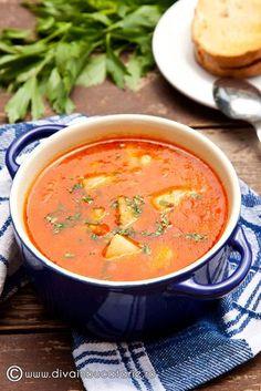 ciorba-de-cartofi-cu-rosii Gourmet Recipes, Soup Recipes, Vegetarian Recipes, Cooking Recipes, Romania Food, Good Food, Yummy Food, Halloween Food For Party, Vegan Soup