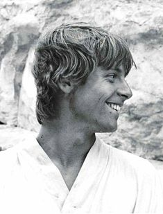 Mark Hamill was gorgeous. On the set of the original Star Wars (AKA A New Hope). Star Wars Luke Skywalker, Mark Hamill Luke Skywalker, Anakin Skywalker, Star Wars Film, Star Wars Episoden, Film Trilogies, Han And Leia, Episode Iv, A New Hope