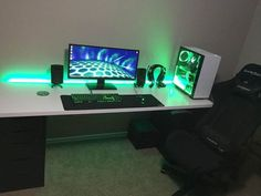 Are you struggling in finding ideas to build your own computer desk? You're in luck because we have compiled 21 DIY computer desk ideas for you!