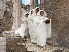 Vestali Romane -ricostruzione storica http://www1.adnkronos.com/IGN/Assets/Imgs/provvisori_1/ves_from--400x300.jpg