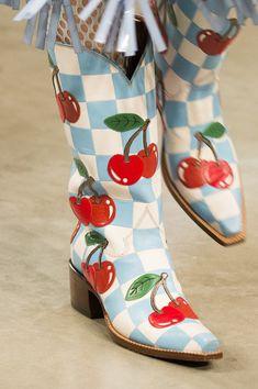House of Holland at London Fashion Week Fall 2017 - Details Runway Photos Lauren Hutton, Runway Fashion, Fashion Shoes, London Fashion, Fashion Fashion, Cute Shoes, Me Too Shoes, Patti Hansen, Vogue