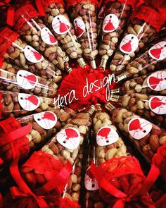 Our nuts cones for distribution in the henna . Wedding Henna, Diy Wedding, Wedding Gifts, Henna Party, Henna Night, Marry Me, Wedding Engagement, Christmas Wreaths, Wedding Decorations