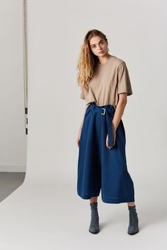 cotton Made in the USA Model is wearing a S. Model is a US 2 in dresses & bottoms, 26 denim and S in tops. Cotton Citizen, Tokyo, Tees, Shirts, Short Sleeves, Denim, Model, Pants, How To Wear