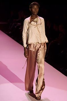 Gucci Spring 2002 Ready-to-Wear Fashion Show - Caroline Bwonobo, Tom Ford