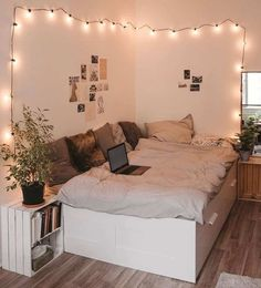 26 Rustic Bedroom Design and Decor Ideas for a Cozy and Comfy Space - The Trending House Teen Bedroom Designs, Bedroom Decor For Teen Girls, Room Ideas Bedroom, Teen Room Decor, Small Room Bedroom, Bedroom Inspo, Country Teen Bedroom, Girls Bedroom Decorating, Bedroom Ideas For Small Rooms For Teens For Girls