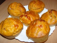 pizzás muffin Pizza Muffins, Savory Snacks, Ham, Breakfast, Food, Pizza, Candy, Kochen, Morning Coffee