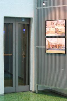 L'ascenseur a lui aussi le droit à son instant de gloire. Exposition Photo, Milan, Kitchen Appliances, Home, Hamburg, Elevator, Copenhagen, Law, Projects