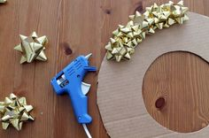 The Simplest Way to Deck Your Door for the Holidays #DIY #Christmas