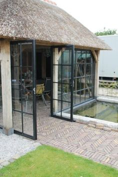 tuinhuis rieten dak veranda - Google zoeken