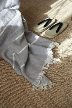 Linen Towels, Beach Towel, Grey And White, Roots, Pattern, How To Make, Beach Blanket, Model, Patterns