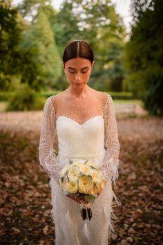 De data aceasta avem o nunta catolica alaturi de Stefania si Eduard. Adevarul este ca slujbele catolice au un aer aparte, au altceva sau mai bine zis au acel ceva. Poate este de la preot si cuvintele acestuia, poate este de la felul in care oamenii savureaza slujba catolica, poate este de la corul care la un Ave Maria simti fiori pe spate sau poate este doar de la faptul ca stai jos in timpul slujbei 🙂  Wedding Flowers  Wedding Bouquet  Buchet Mireasa Wedding Bouquets, Lace Wedding, Wedding Dresses, Fashion, Fotografia, Bride Dresses, Moda, Bridal Gowns, Wedding Brooch Bouquets