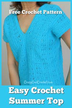 Easy crochet summer top perfect for crochet beginner! Lightweight sport weight yarn and slightly open weave make this a super comfy, cool crochet top. T-shirt Au Crochet, Crochet Tunic Pattern, Pull Crochet, Crochet Woman, Crochet Blouse, Free Crochet, Crochet Top Patterns, Crochet Summer Tops, Crochet Tops