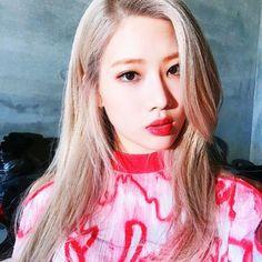 """Behind the scenes of Kim Lip's album. Extended Play, South Korean Girls, Korean Girl Groups, Loona Kim Lip, Kim Jung, Thing 1, Eye Circles, Olivia Hye, Kpop Girls"