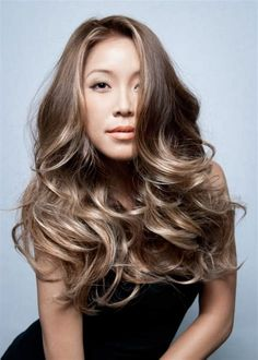 The Difference Between Balayage & Ombre Hair Colour - Balayage & ombre are massively popular trends in hair colouring. But what's the difference between balayage vs ombre hair? Dark Brown Hair With Blonde Highlights, Ash Brown Hair Color, Hair Color Asian, Asian Hair, Hair Highlights, Ash Blonde, Ash Ombre Hair, Ombre Hair Color, Hair Colour