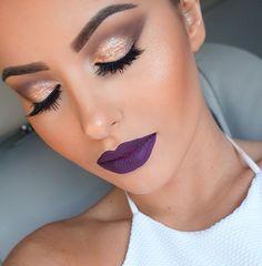 Gold Smokey Eye and Purple lips. Purple Lipstick Makeup, Purple Makeup Looks, Pink Eyeshadow Look, Bright Makeup, Colorful Eye Makeup, Gold Makeup, Simple Makeup, Eye Makeup Art, Eyeshadow Makeup