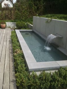 Why You Should Invest In Simple Water Features For Your Home Garden – Pool Landscape Ideas Backyard Garden Design, Ponds Backyard, Garden Pool, Backyard Landscaping, Small Water Gardens, Back Gardens, Outdoor Gardens, Roof Gardens, Modern Water Feature