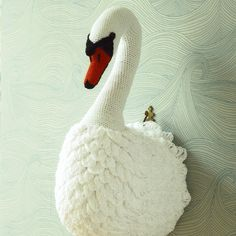 This elegant swan is crocheted in smooth cotton yarn. Another pattern from the fabulous 'Animal Heads'.