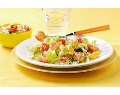 Paprika-rijstsalade met ijsbergsla en garnalen