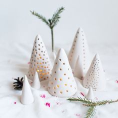 Make these cute candle lanterns using clay. Perfect to make a little lightning village / forest for christmas.