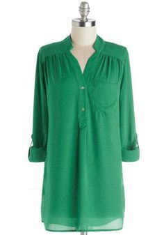 Pam Breeze-ly Tunic in Green. I've got this! pretty shirt!