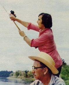 Nos anos 60, Roberto num dia de pescaria com o pai, Robertino, que morreu em 1980