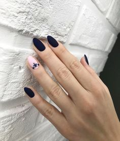 Black almond matte nails can be seen everywhere in the streets. They are one of the most popular and fashionable nail shapes. Nail Art Designs, Black Nail Designs, Nails Design, Minimalist Nails, Black Nails, Matte Nails, Matte Black, Hair And Nails, My Nails