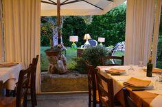 Hostaria Areté d'estate... e il magico simposio ha luogo nel suggestivo giardino, sotto il sublime effluvio del verde mediterraneo... http://www.salentomonamour.com/mangiare/item/47-aretè.html