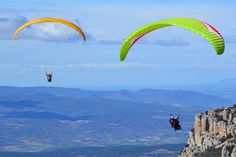 Ganas de emociones fuertes para desconectar de la rutina ? Disfruta de vuelos en parapente o en paramotor con Alsnuvols en #Lerida ! #Wonderaventura #100%aventura #100%adrenalina #Wonderbox #Wonderplan