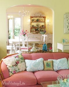 Love the blue pillows. I think I can find some pillow cases and make them into throw pillows like that.