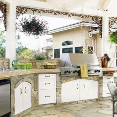 Would you love an outdoor kitchen? Feels like a resort to me! #Homes